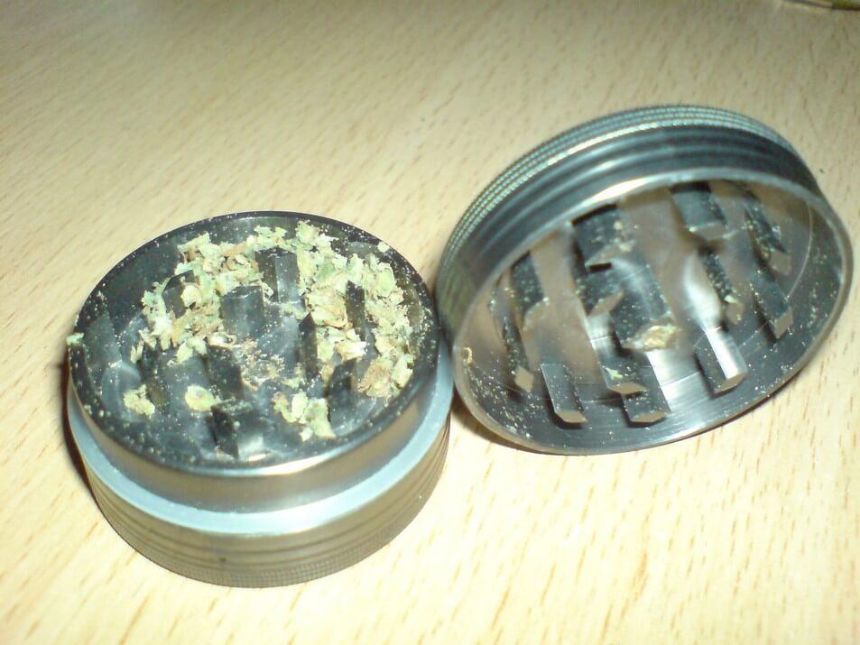 metal-herb-grinder-dry-herbs-inside.jpg