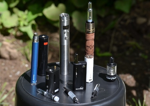 oil-vapes-and-batteries-on-table